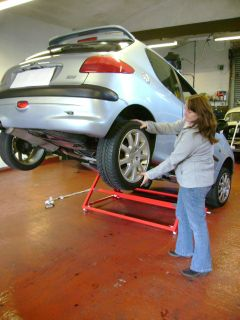 VWVortex.com - Is there a car lift that will lift one end ...